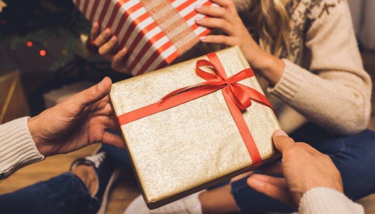 Pieķersi krāpniekus vai pats būsi bez dāvanām? Cik labi zini Ziemassvētku pantiņus