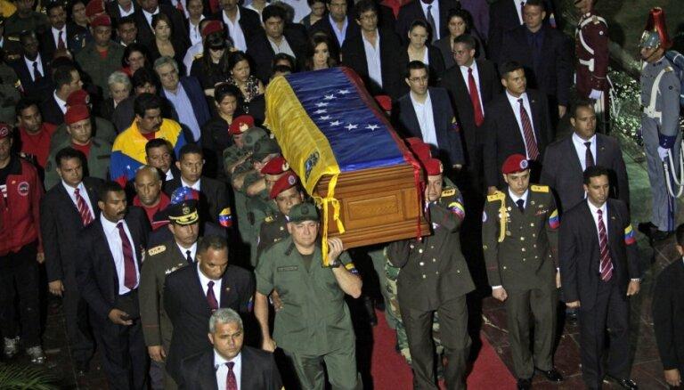 Преемник дал клятву у гроба Чавеса