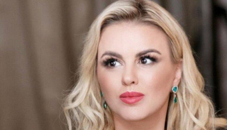 ФОТО: Анна Семенович показала лишние подбородки и толстое лицо