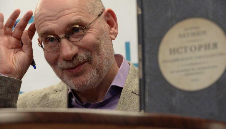 Борис Акунин продал за 8 тысяч евро имя персонажа нового романа