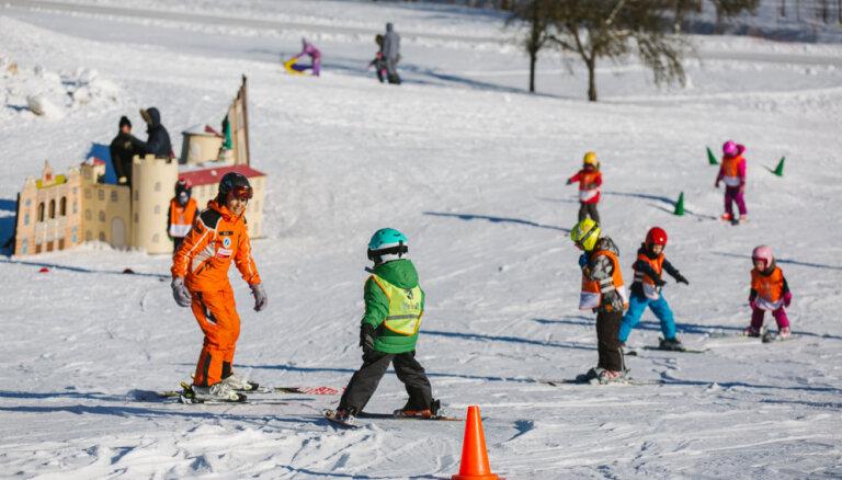 Darbu sāk pirmās slēpošanas trases