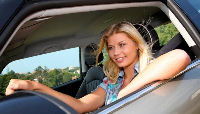 Женщина за рулем: развенчиваем три основных стереотипа