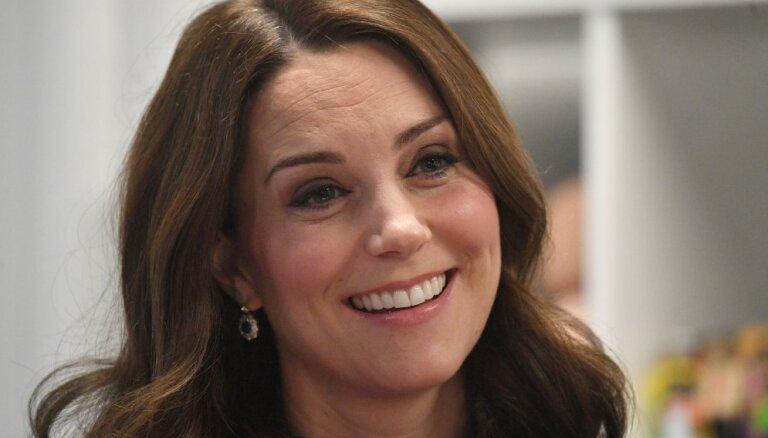 20 правил королевского этикета, которые нарушила Кейт Миддлтон