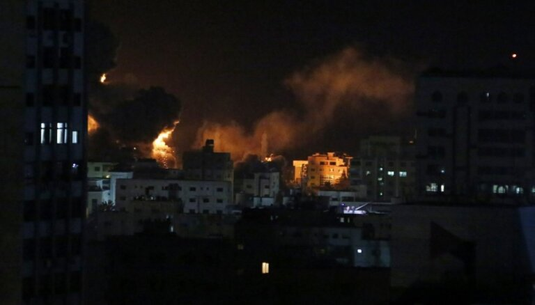 Izraēla reaģē uz raķetes izšaušanu un veic uzlidojumus Gazas joslā