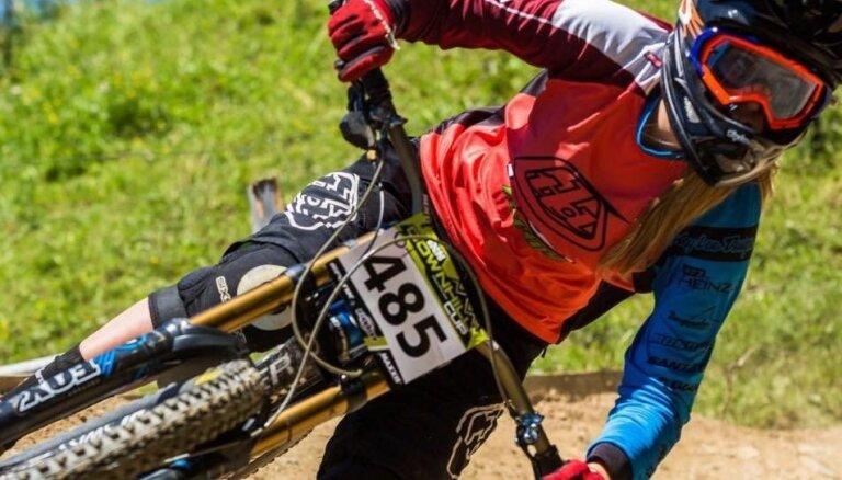 Kalnu riteņbraucēja Žibasa izcīna piekto vietu pasaules čempionāta nobraucienā juniorēm