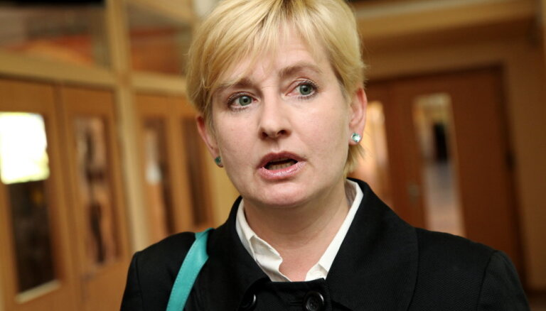 Стрике подозревает, что за ней следит Полиция безопасности; ПБ отрицает