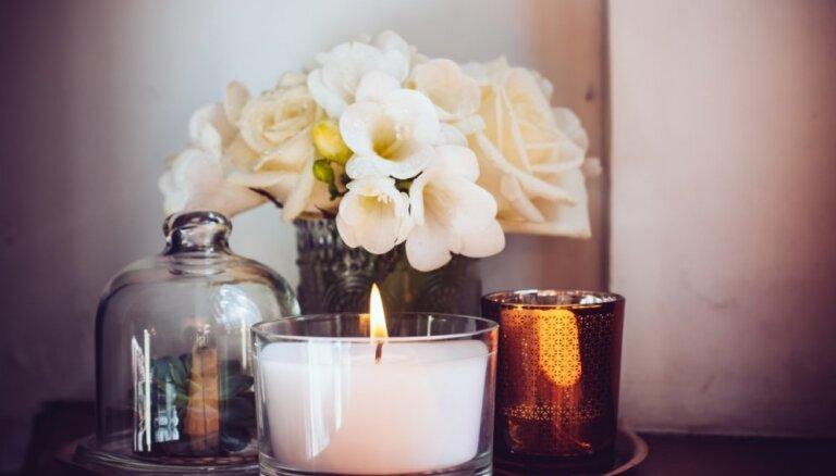 Kā iztīrīt glīto sveču trauku no vaska
