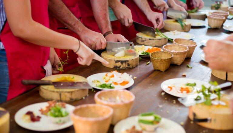 Pavārkursi un meistarklases: 12 vietas Rīgā, kur apgūt ēst gatavošanas prasmes