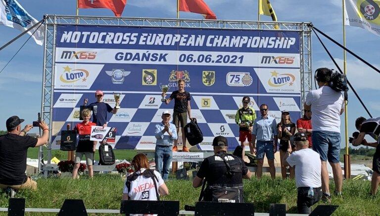 Motokrosa braucējs Ozoliņš izcīna otro vietu MX85 klasē Eiropas čempionātā Polijā