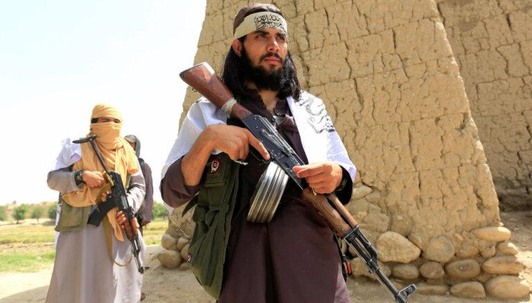 Miera sarunas ar talibiem Tramps dēvē par labām, eksperti – par ASV padošanos