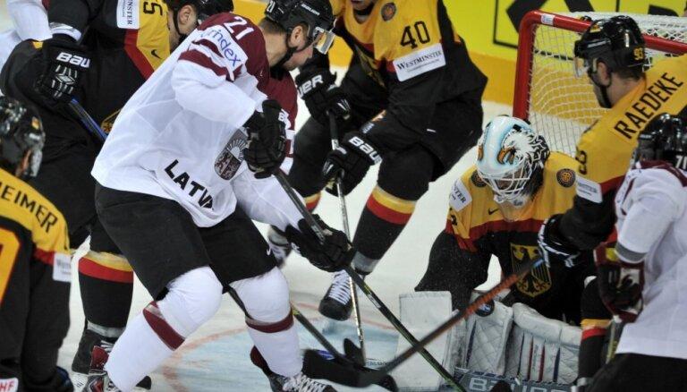 Хоккеисты Латвии обыграли немцев в первом контрольном матче на их льду