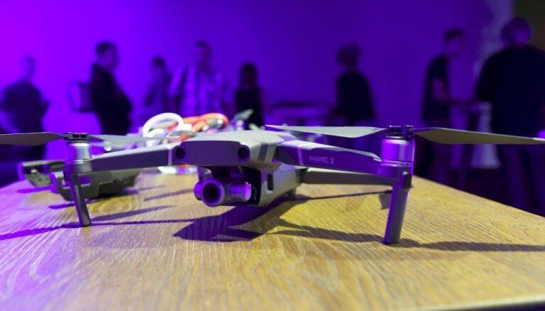 Foto: Prezentē jaunās paaudzes dronus