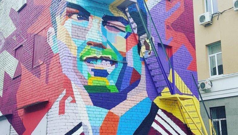 К приезду Роналду в Казани нарисовали трехэтажный портрет футболиста