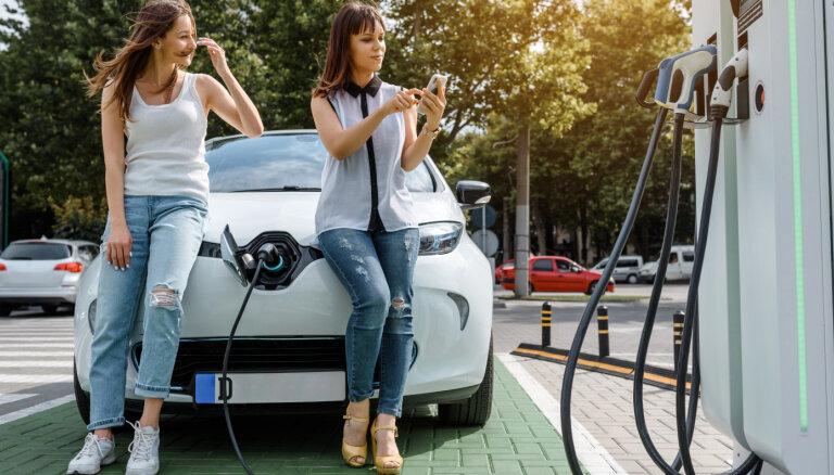 Kādi faktori ietekmē elektromobiļa vērtību lietoto auto tirgū