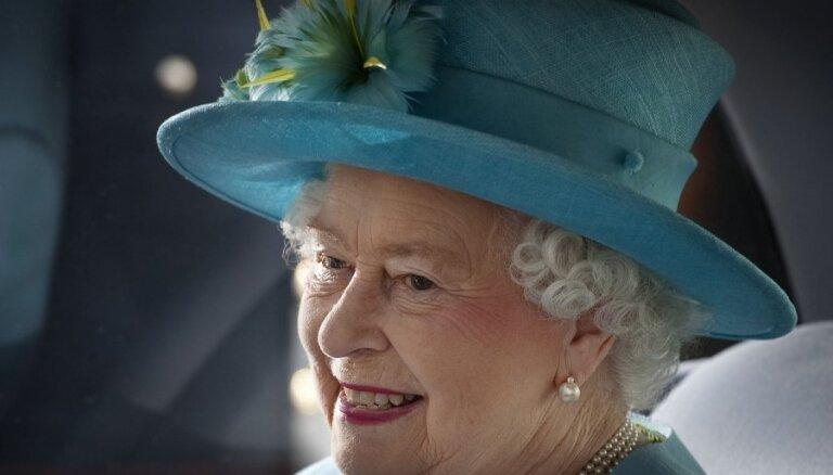 Lielbritānijā atzīmē Elizabetes II kronēšanas 60 gadadienu