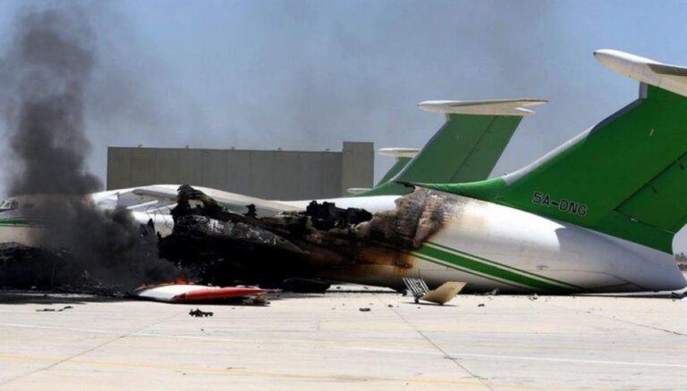 СМИ: Радикальные исламисты захватили аэропорт в Триполи