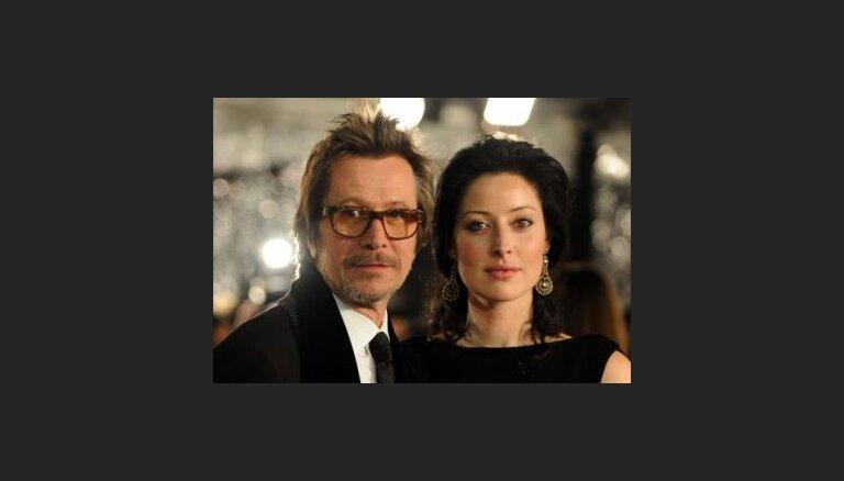 Aktieris Garijs Oldmens apprecējies ceturto reizi
