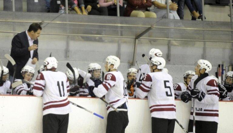 Latvijas U-20 hokeja izlase otrajā pasaules čempionāta spēlē tiekas ar Slovākiju