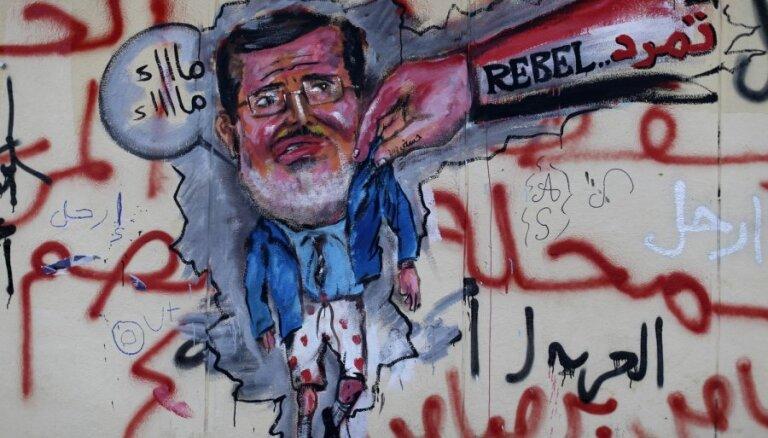Ēģiptes prokuratūra izmeklē vairākas apsūdzības pret gāzto prezidentu Mursi