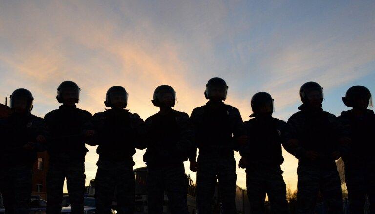 Полиция в Екатеринбурге задерживает протестующих против строительства церкви