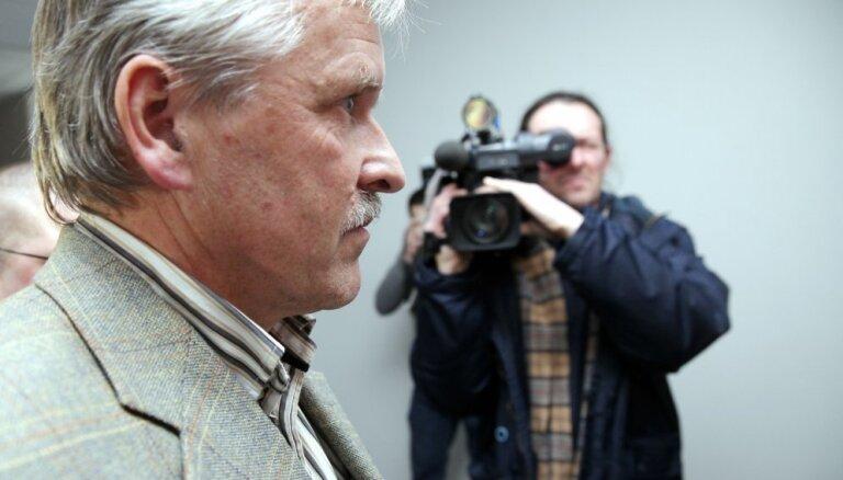 Zolitūdes traģēdijas lietā apsūdzētā Gulbja liecības neatbilst sākotnējām, tiesā uzsver prokurori