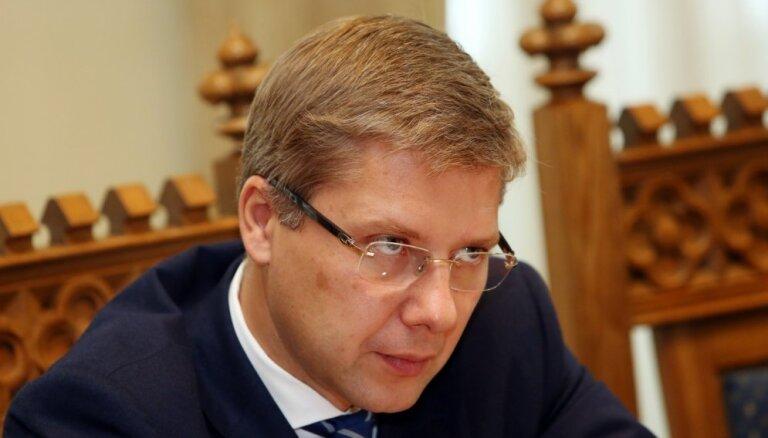 Ušakovs neplāno aicināt izvērtēt visu domes projektu iespējamo saistību ar Martinsonu