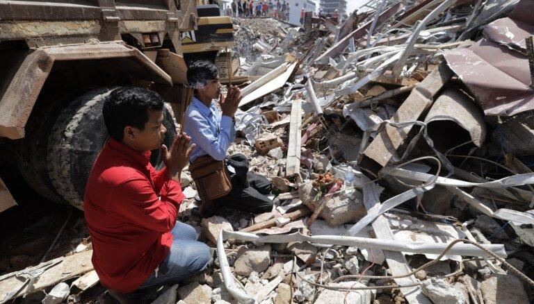 Foto: Kambodžā sabrūk jaunceltne; 18 bojāgājušie