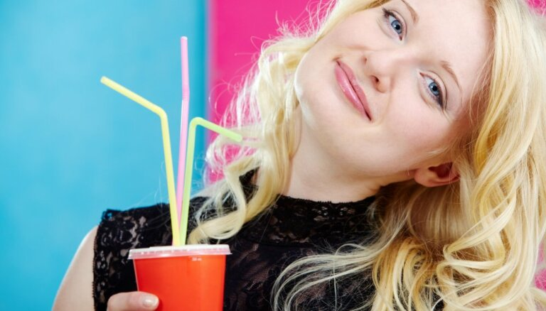 McDonald's в Латвии начинает выдавать пластиковые соломинки только по запросу