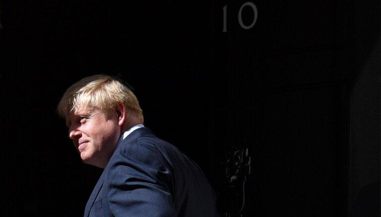 Britu premjers Džonsons atstājis intensīvās terapijas nodaļu