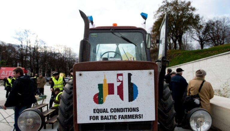 Прибалтийские крестьяне на тракторах добрались до Брюсселя