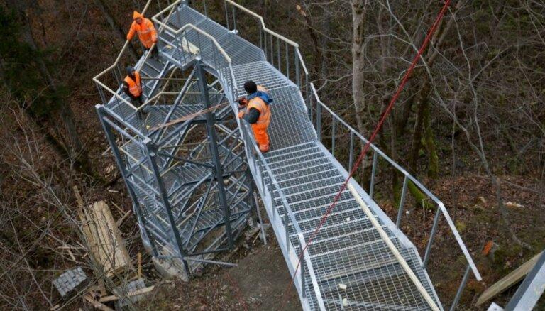 ФОТО: На самом высоком водопаде в Балтии установили новую лестницу, с которой открываются невероятные виды