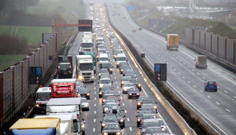 Vācija plāno atteikties no autobāņiem bez braukšanas ātruma ierobežojuma