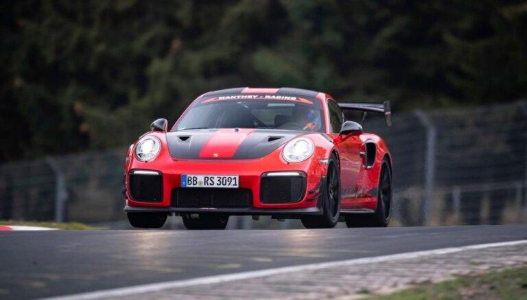 Video: 'Porsche' uzstādījis jaunu sērijveida auto ātruma rekordu Nirburgringā