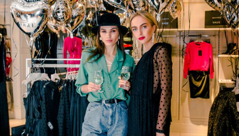Foto: Stilīgākie rīdzinieki novērtē ekskluzīvu apģērbu kolekciju
