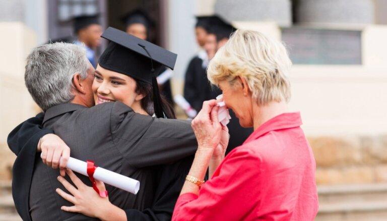 Pusaudzis izvēles priekšā: kā atbalstīt bērnus nākotnes profesijas izvēlē