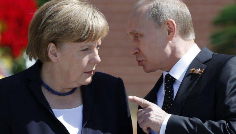 Меркель и Путин в Москве проводят антикризисные переговоры