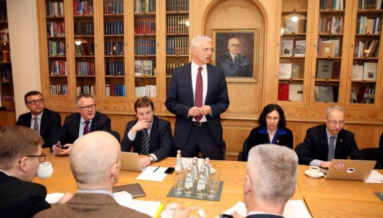 Topošās valdības partiju rīcību piedāvā koordinēt sadarbības padomes sanāksmēs