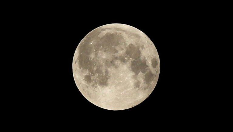 Pirmdien Latvijā būs vērojams pilns Mēness aptumsums