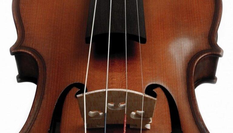 Rīgā uzstāsies elektriskās vijoles meistars Tomass Gūlds