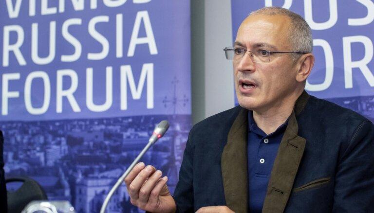 Hodorkovskis: nelegālo migrantu krīze Lietuvā ir Lukašenko pakalpojums Kremlim