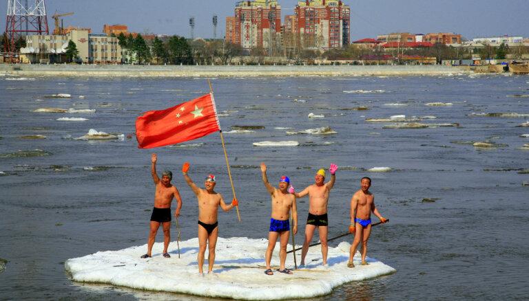 Krievija pabeidz pirmo dzelzceļa tiltu uz Ķīnu