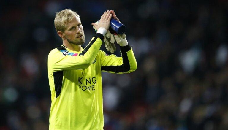 'Leicester City' pagarina līgumu ar Šmeihelu līdz 2023. gadam