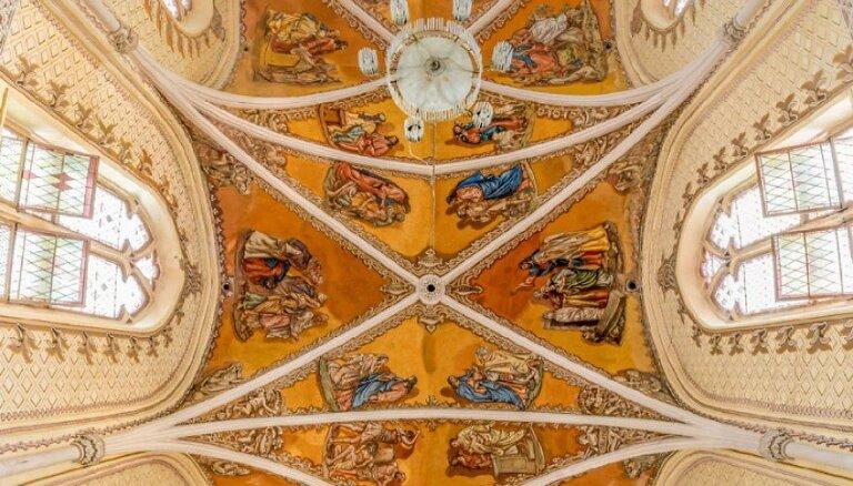 ФОТО: Вертикальная красота церквей. Как фотограф нашел идеальный угол съемки