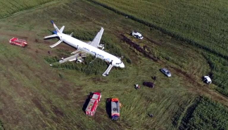 """""""Тяги не хватало, высота падала"""". Пилот Airbus прокомментировал аварийную посадку в поле"""