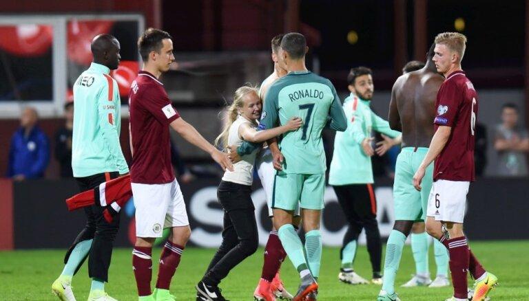 ЛФФ пытается взыскать штраф с родителей детей, выбежавших на поле в матче с Португалией