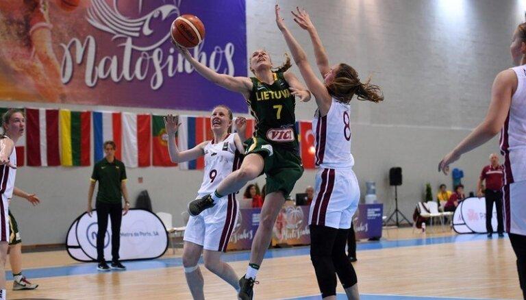 Latvijas U-20 basketbolistes EČ droši uzvar Lietuvas vienaudzes