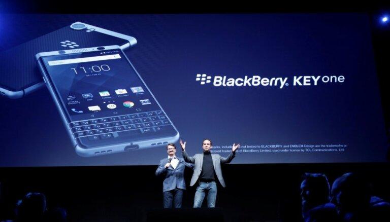 'BlackBerry' prezentējis savu jaunāko viedtālruni 'KeyOne'