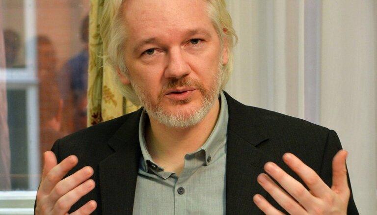 Ассанж отказался от экстрадиции в США