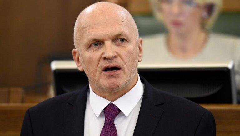 Deputāts Ivars Puga vēl nav pārtraucis darba attiecības ar Nacionālo teātri