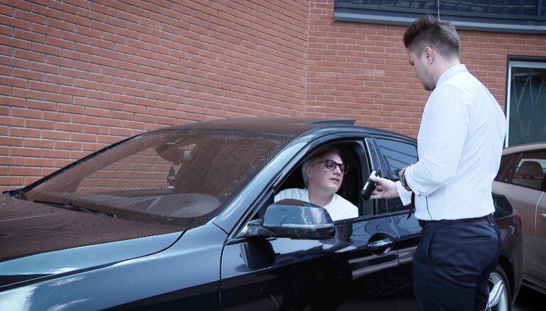 'Zebra' eksperiments: Mazgājamais līdzeklis uz auto vējstikla var uzrādīt promiles alkometrā